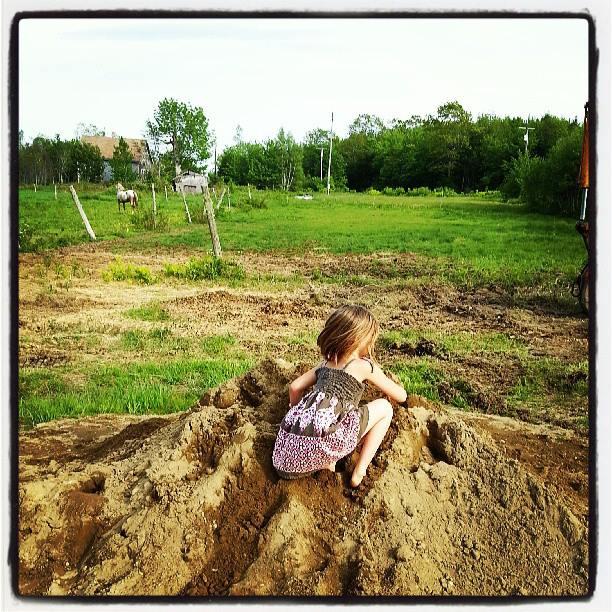 Sandpile play.